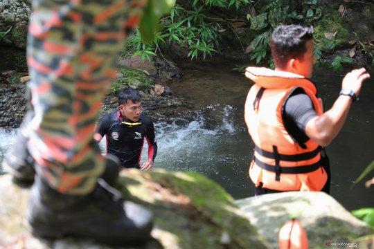 Polisi Malaysia periksa 20 orang dalam pencarian remaja Irlandia