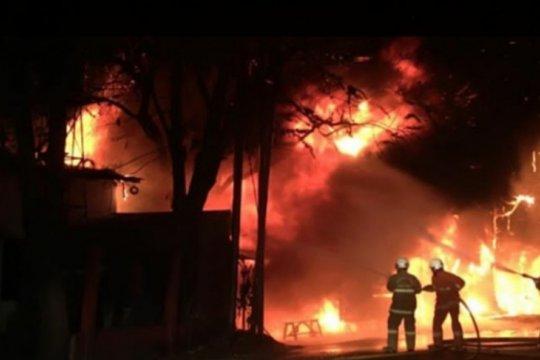 Kebakaran di Cakung disebabkan arus pendek pada lapak pasang gigi