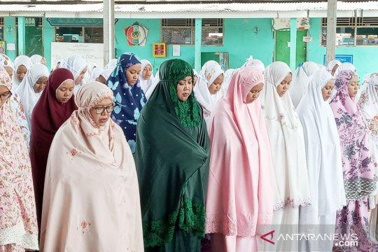 Bupati Bogor shalat ghaib untuk Mbah Moen bersama para santri