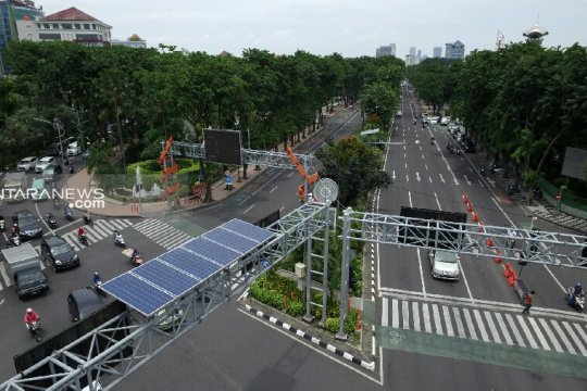 100 traffic light di Surabaya gunakan teknologi solar cell