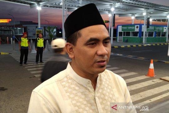 Keluarga KH Maimoen Zubair berangkat ziarah ke Mekkah