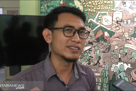 Jikalahari Riau bersama Mapala distribusikan masker ke sekolah