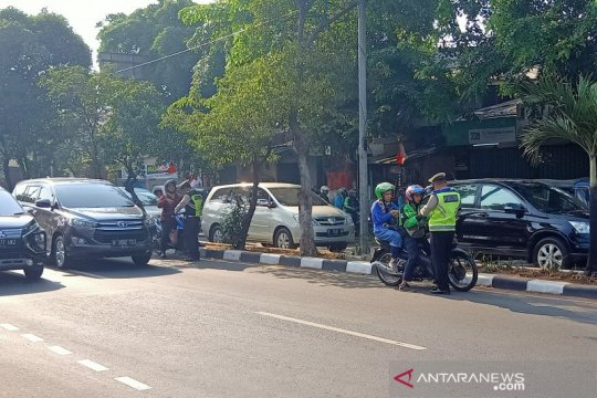 Kamis pagi, tidak tampak sosialisasi ganjil-genap di Jalan Pramuka