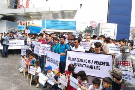 Ratusan pencari suaka di Pekanbaru demo di kantor IOM