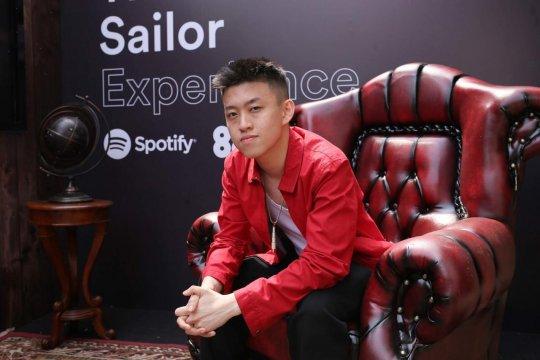 """Spotify dan Rich Brian gelar pameran """"The Sailor Experience"""""""