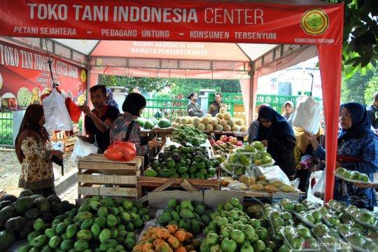 Mentan bersama Moeldoko pantau stok pangan di Pasar Mitra Tani Bogor