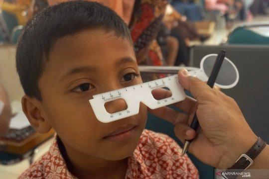 Bantuan kacamata gratis untuk anak