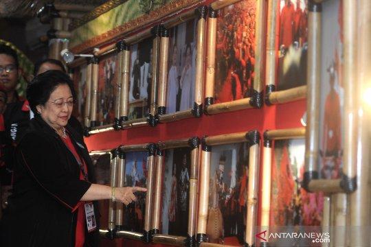 Megawati tinjau pameran foto PDI Perjuangan