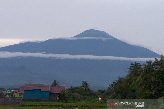 Status Gunung Slamet waspada, masyarakat diimbau tetap tenang