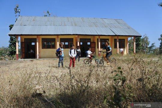 Pemerintah bantu bangun ruang kelas di daerah tertinggal