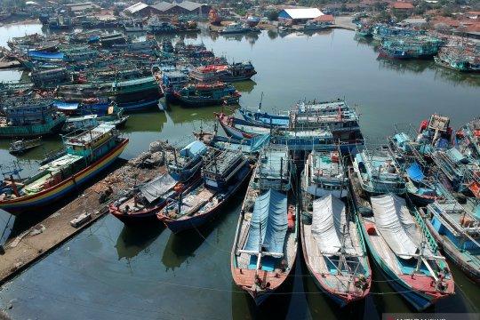 Nelayan istirahat melaut