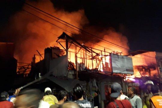 Kerahkan 24 damkar, Kebakaran di Pasar Kambing berhasil dipadamkan