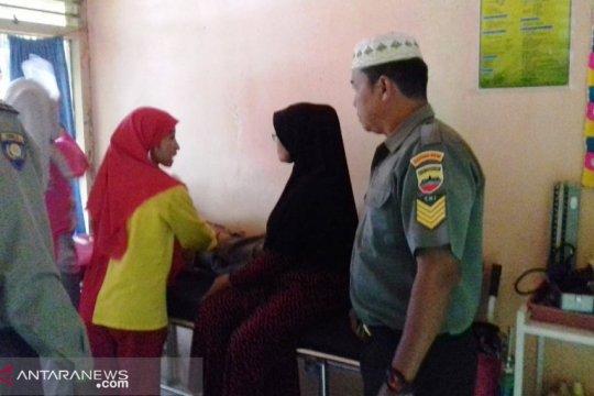 Satu warga meninggal, puluhan ibu-ibu dirawat akibat keracunan makanan