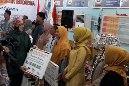 KPU serahkan santunan penyelenggaran pemilu meninggal di Sumut