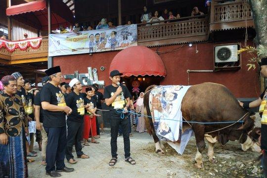 Wali Band patok limosin satu ton untuk hewan kurban