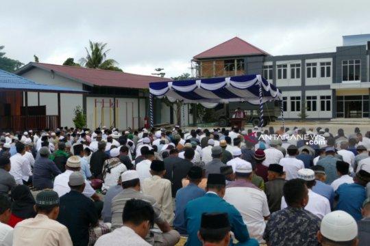 Hewan kurban bantuan Pangkoarmada III diserahkan di Masjid Al Fattah