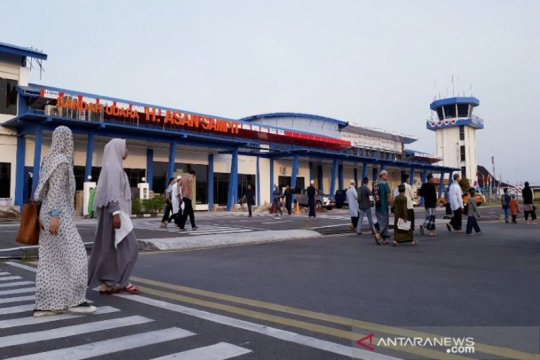 Warga Sampit  shalat Idul Adha di bandara usai kabut asap hilang