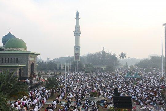 Sholat Idul Adha di tengah kabut asap