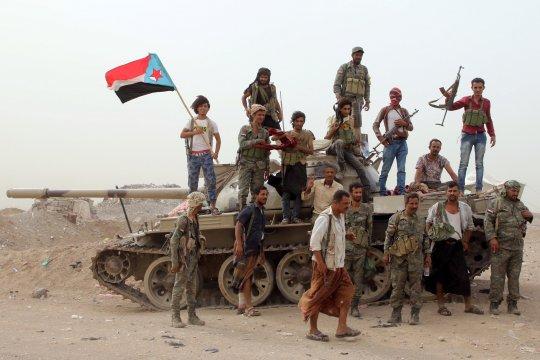 Koalisi pimpinan Saudi bergerak lawan separatis yang kuasai Aden