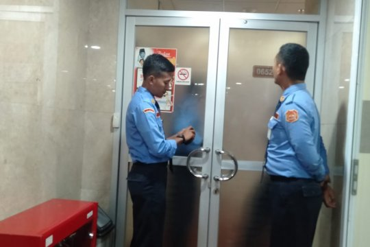 KPK geledah ruangan Dhamantra di lantai 6 Gedung Nusantara I