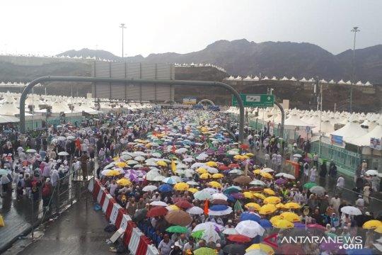 Hujan deras di Mina, tenda jemaah Indonesia dipastikan aman