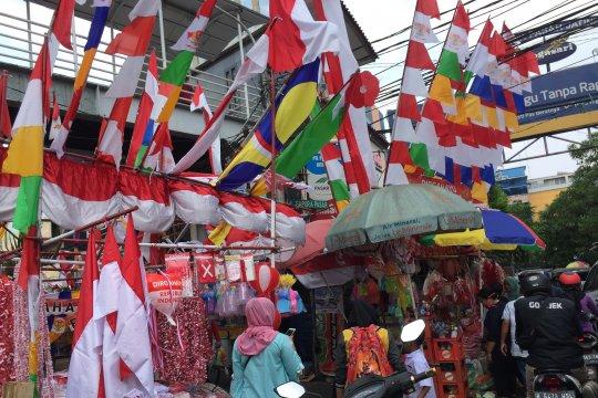 Jelang 17 Agustus, pedagang musiman bendera ramaikan Jatinegara