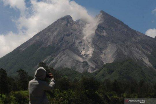 Gunung Merapi luncurkan tiga guguran lava ke Kali Gendol