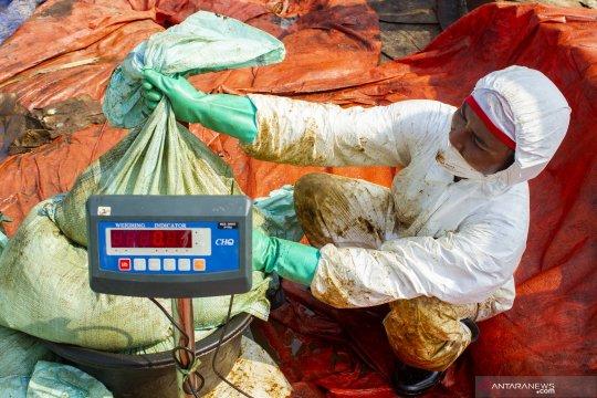 Pertamina terus mendata warga terdampak tumpahan minyak Karawang