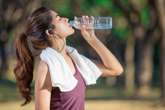 6 cara agar tidak dehidrasi, kata ahli nutrisi selebritas Hollywood