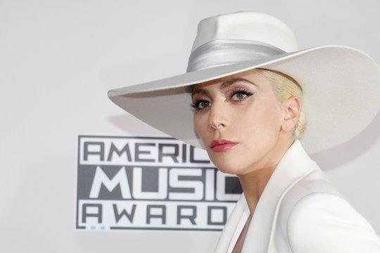 Lady Gaga salurkan donasi ke tiga kota tempat penembakan massal