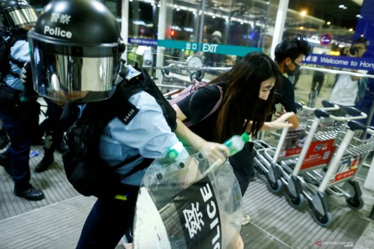 Bandara Hong Kong kembali dibuka pascabentrokan