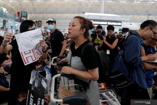 Bandar udara Hong Kong dibuka lagi pada Selasa