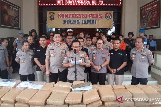 Polda Jambi gagalkan pengiriman 259 kg ganja dan 1 kg sabu