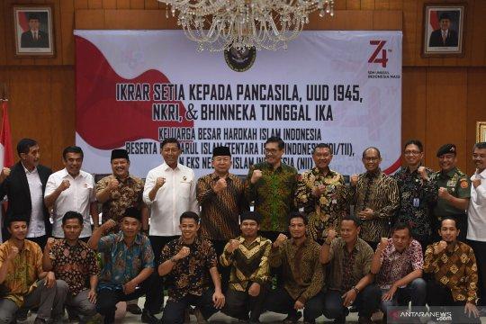 Eks anggota Negara Islam Indonesia baca ikrar setia NKRI
