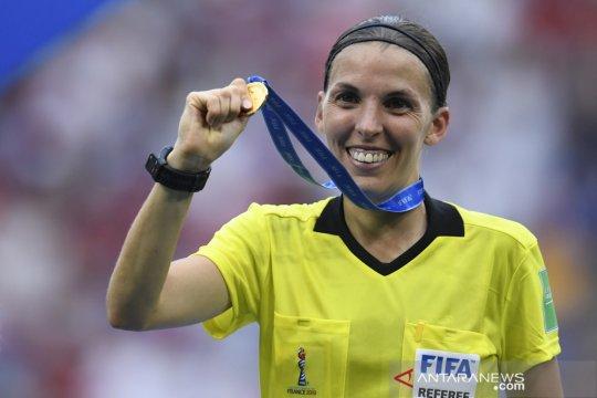 Frappart jadi wasit wanita pertama di pertandingan Liga Champions