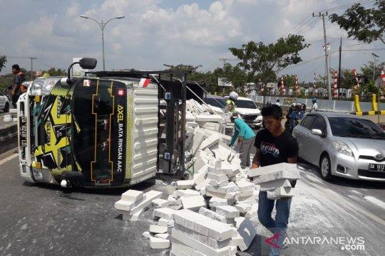 Polisi tindak angkutan berlebih yang membahayakan