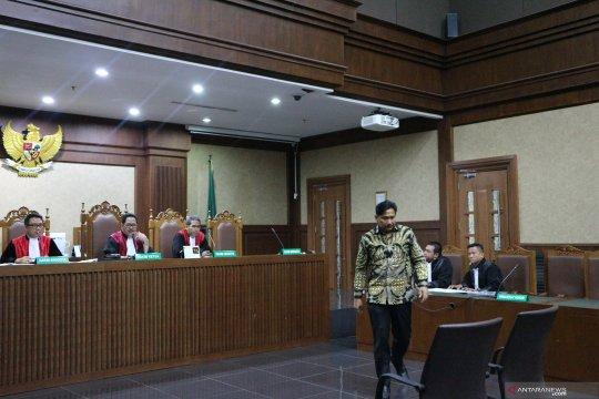 Politikus Partai Golkar Bowo Sidik didakwa terima suap dan gratifikasi