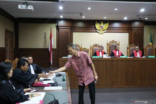 Direktur PT Krakatau Steel didakwa terima suap sekitar Rp157 juta