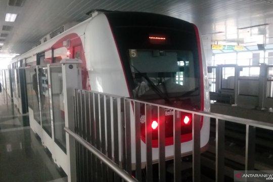 Komentar warga soal LRT Jakarta yang belum beroperasi