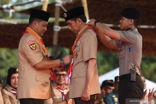 Presiden Joko Widodo terima penghargaan Tunas Kencana dari Pramuka