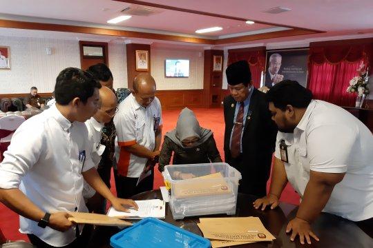 KPU serahkan berkas 45 anggota DPRD Kepri terpilih ke Plt Gubernur