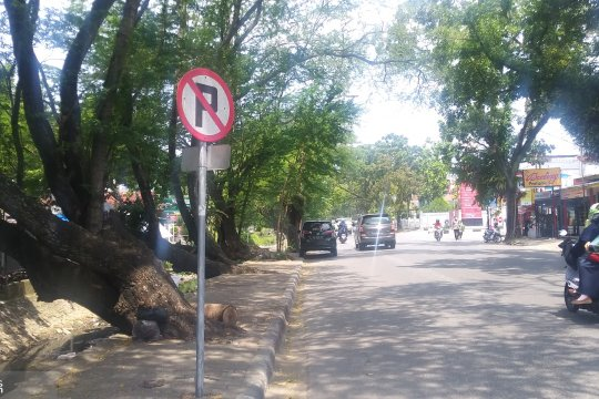 Dishub Kota Padang akan derek kendaraan parkir sembarangan