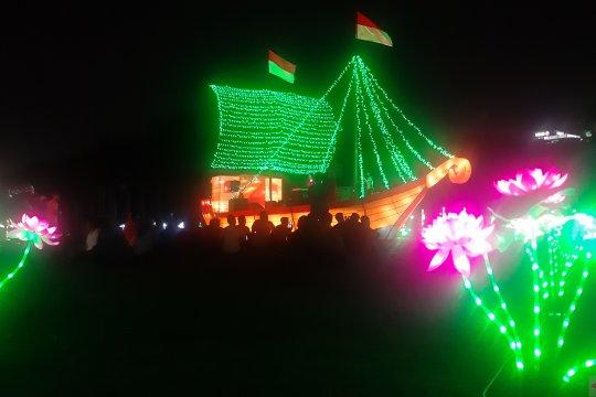 Ratusan orang kunjungi Festival of Light di Monas