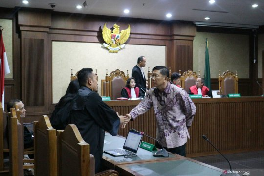 Pengusaha divonis 21 bulan penjara karena suap Direktur Krakatau Steel
