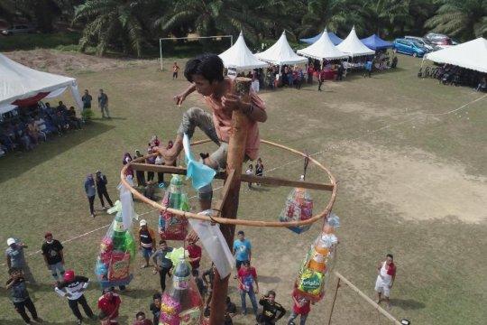 Pekerja Indonesia di Johor rayakan HUT RI di ladang sawit