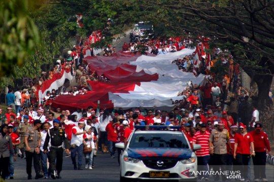 Kain merah-putih 100 x 5 meter diarak keliling Bogor