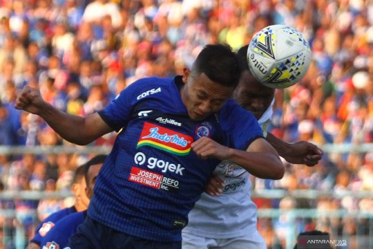 Arema FC gunduli Persebaya 4-0