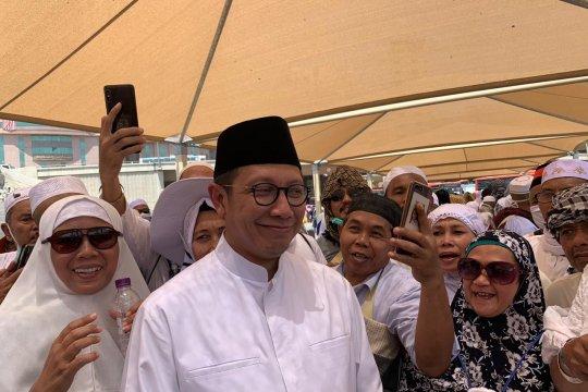 Amirul Hajj Jumatan di pelataran masjid dan cek layanan bus salawat