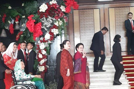 Sidang MPR, Presiden Ke-5 Megawati Soekarnoputri kenakan kebaya merah