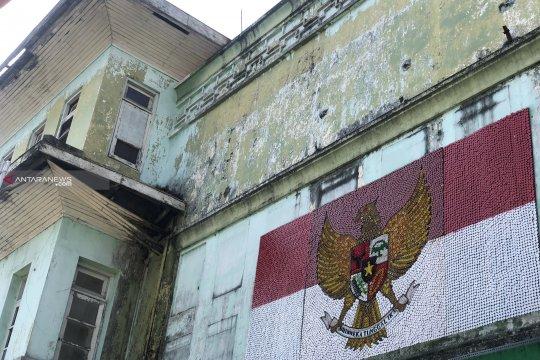 Garuda Pancasila karya warga Malang dari 12.000 tutup botol bekas